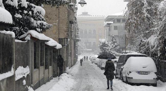 Bosna Hersekte kar yağışı can aldı