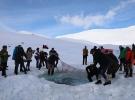 Kaçkar Buzul Gölü'nde sıra dışı yüzme şenliği