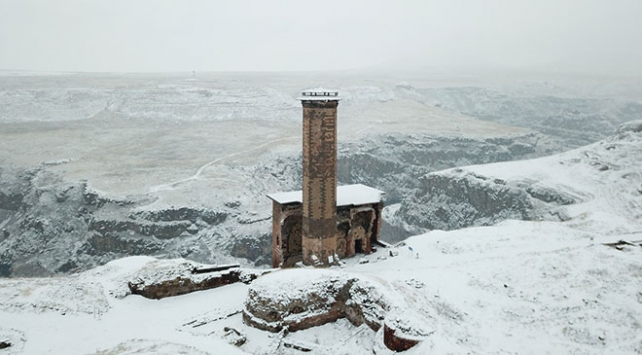 Kar altında Medeniyetler Beşiği Ani