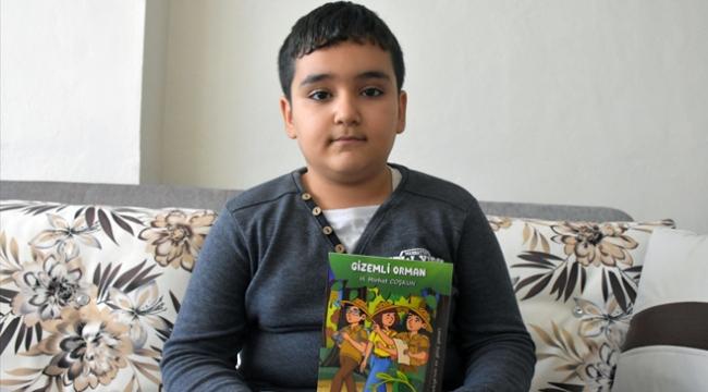 """9 yaşındaki """"kitap kurdu"""" 4 hikaye kitabı yazdı"""