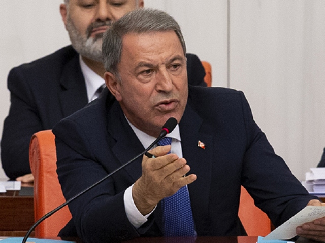 Milli Savunma Bakanı Akardan Özgür Özele sert yanıt