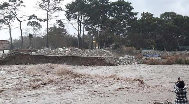 Türkiyede 26 yıl sonra günlük yağış rekoru kırıldı