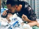 Yemenli bir bebek annesinden uzakta ölümle pençeleşiyor