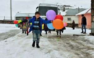 """Muşta köy çocuklarını """"ısıtan"""" yardım"""