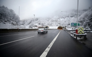 Bolu Dağında kar yağışı etkisini sürdürüyor