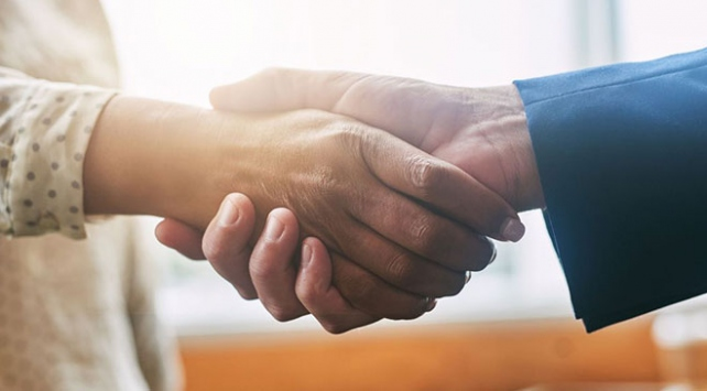 Danimarkadan vatandaşlığa kabulde el sıkışma şartı