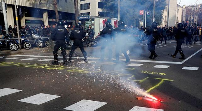 İspanya karşıtı gösteriler Barselonada hayatı felce uğrattı