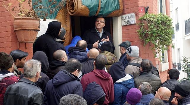 İstanbuldaki imam görev yaptığı caminin kapısını evsizlere açtı
