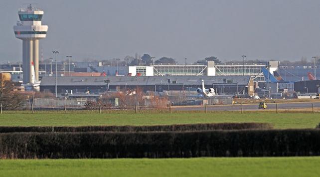 """Londra Gatwick Havalimanındaki """"drone"""" krizinde 2 gözaltı"""