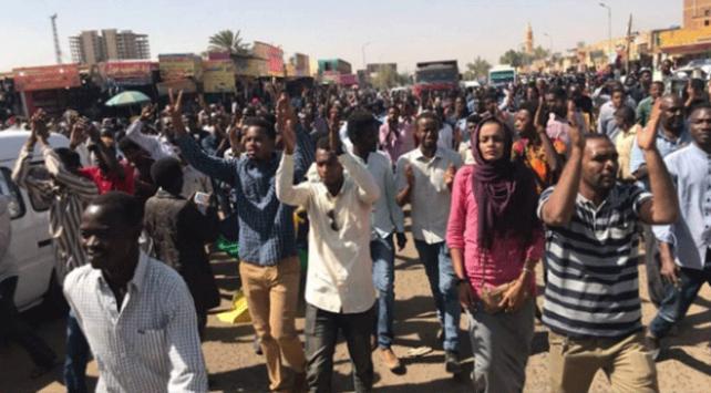 Sudan ordusundan ülke yönetimine destek
