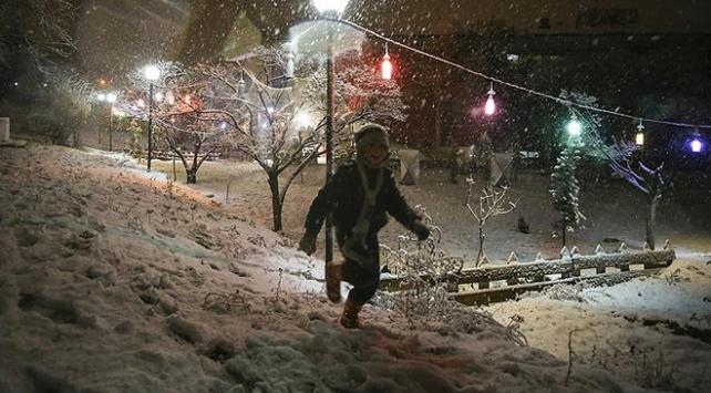 Ankarada kar tatiline öğrencilerden teşekkür