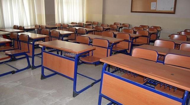 Yurt dışında FETÖyle iltisaklı 145 okul Maarif Vakfına devredildi