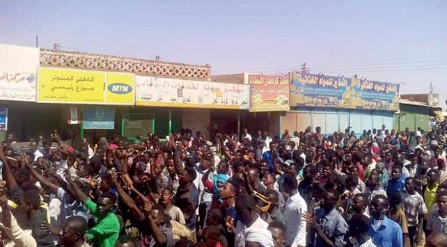 """Sudanda """"Acil Destek Kuvvetleri"""" komutanından göstericilere destek"""