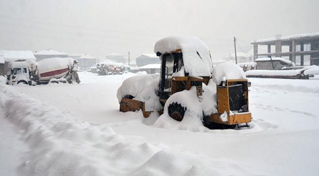 Doğu kar altında: 754 yerleşim yeri ulaşıma kapandı