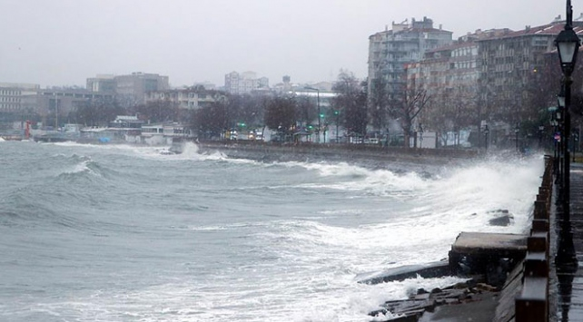 Marmara Denizinde ulaşıma poyraz engeli