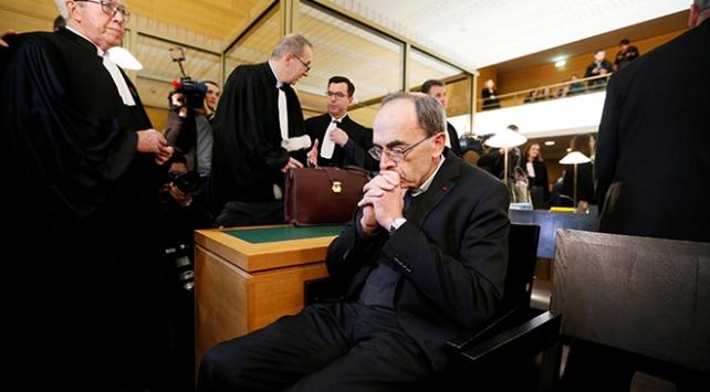 """Fransada """"kilisede taciz davası"""" başladı"""