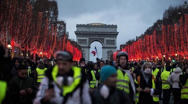 Fransada izinsiz gösterilere ağır cezalar geliyor