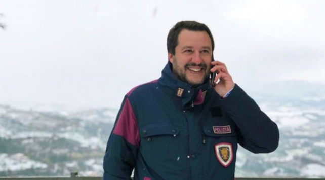 """İtalya itfaiyeciler birliğinden """"Salviniyi cezalandırın"""" çağrısı"""