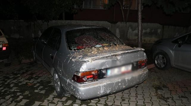 Adana'da İstinat Duvarı 3 Otomobilin Üzerine Çöktü ile ilgili görsel sonucu