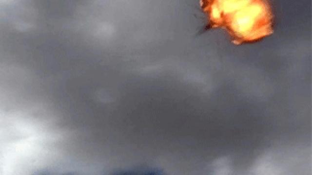 Yemen'de askeri geçit törenine düzenlenen drone saldırısı görüntülendi