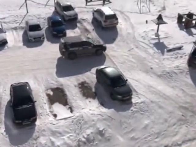 Rusyada sarhoş sürücü otoparkı birbirine kattı