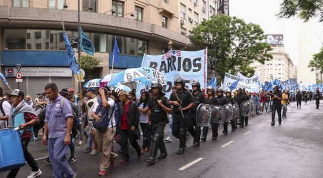 Arjantinde halk zamları protesto için sokaklarda