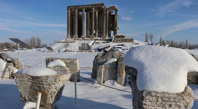 """Kar altında """"Aizanoi Antik Kenti"""""""