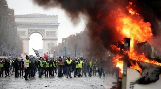Fransada sarı yeleklilerin gösterisi yasaklandı