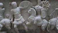 """Kütahya'daki """"Amazonlar lahdi"""" bin 858 yıllık tarihiyle dikkat çekiyor"""