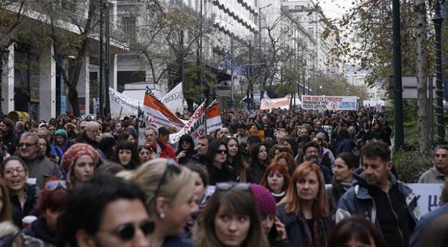 Yunanistanda öğretmenlerden olaylı gösteri