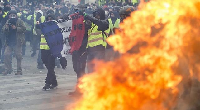 Fransa İçişleri Bakanı Castanerdan sarı yeleklilere suçlama