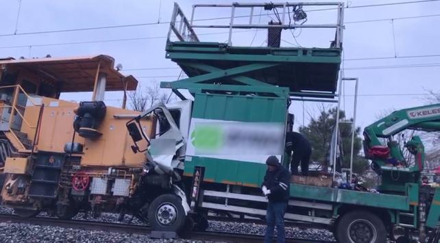 İstanbulda demiryolu yenileme araçları çarpıştı: 2 yaralı