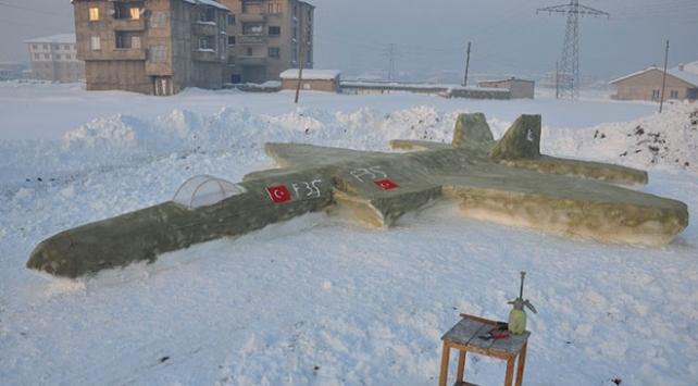 Hakkarili çoban kardan F-35 savaş uçağı yaptı