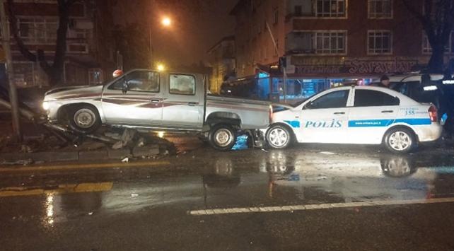 Ankarada polis-şüpheli kovalamacası kazayla bitti