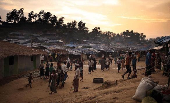 Myanmar, Bangladeş sınırındaki tarafsız bölgede beton engel inşa ediyor