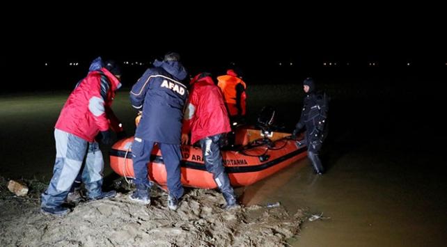 İzmirde ördek avına çıkan avcıların kayığı battı: 2 ölü