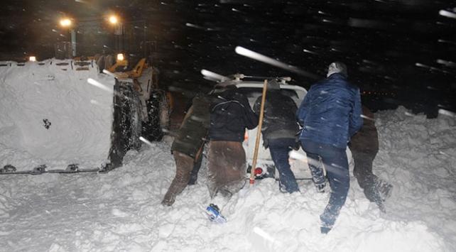 Donma tehlikesi geçiren vatandaşları ekipler kurtardı