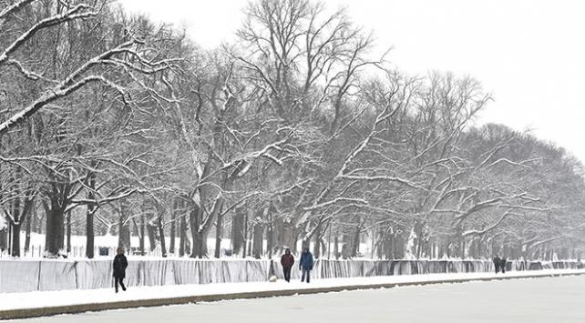 Washingtona yeni yılın ilk karı yağdı