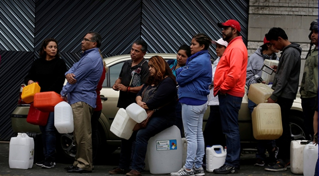 Meksikada akaryakıt hırsızlığıyla mücadele krize yol açtı