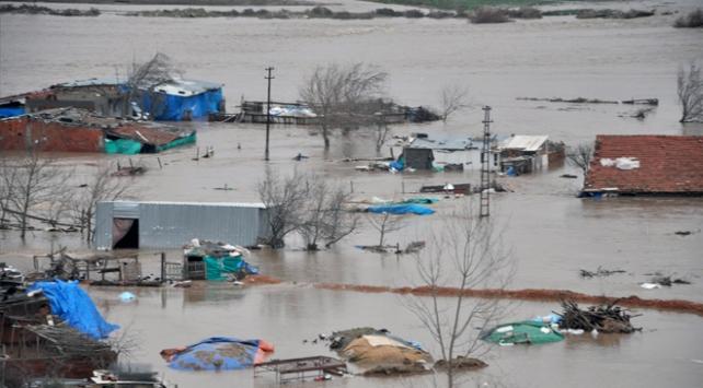 Bursada dere taştı tarım arazileri su altında kaldı
