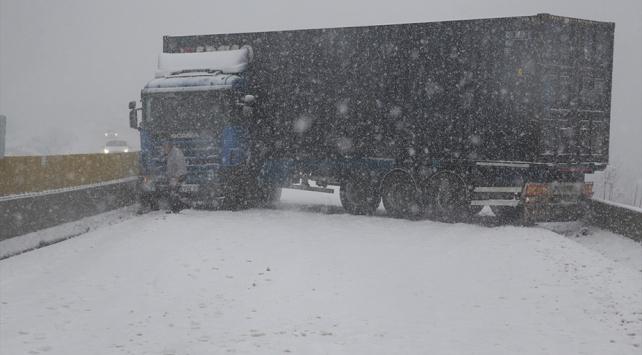 Bolu Dağı yolunun İstanbul yönü trafiğe açıldı