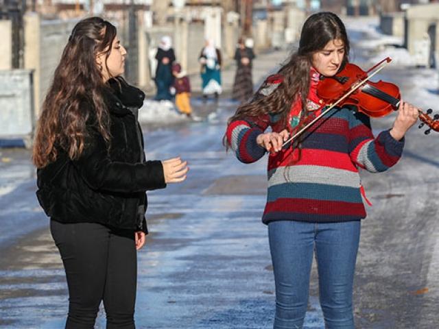 Van sokaklarında müzik sesi