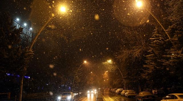 İstanbul ve Ankarada başlayan kar yağışı etkisini sürdürüyor