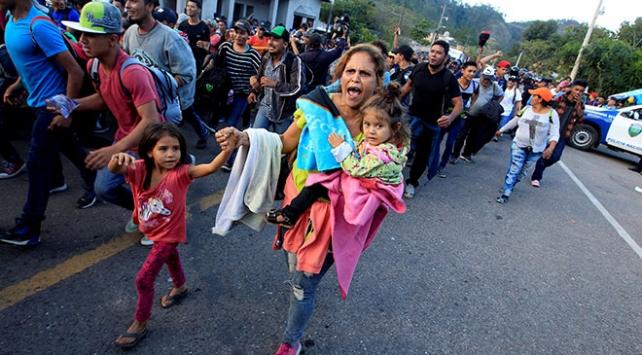 Honduraslı göçmen kafilesi ABDye doğru yola çıktı