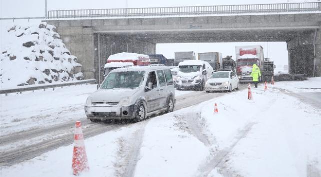 Kayseri ve Sivasta ulaşıma kar engeli