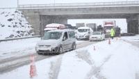 Kayseri ve Sivas'ta ulaşıma kar engeli