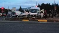 İzmir'de tır işçi taşıyan minibüse çarptı: 12 yaralı