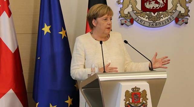 Almanya Başbakanı Merkel: İngiltere Başbakanının önerilerini bekliyoruz