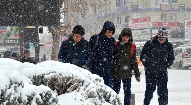 Niğde ve Karamanda eğitime kar engeli