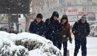 Niğde ve Karaman'da eğitime kar engeli